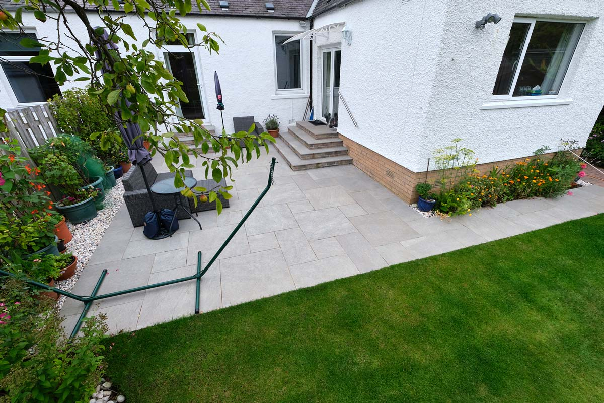 Patio, steps and turfing by Stow Construction and Landscaping in Craiglockhart, Edinburgh 01