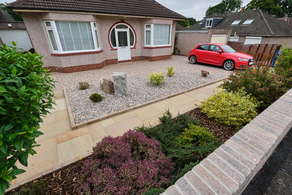 Driveway, path, monoliths, kerbs, recessed manhole cover, gates, landscaping and decorative gravel by Stow Construction and Landscaping in Craiglockhart, Edinburgh