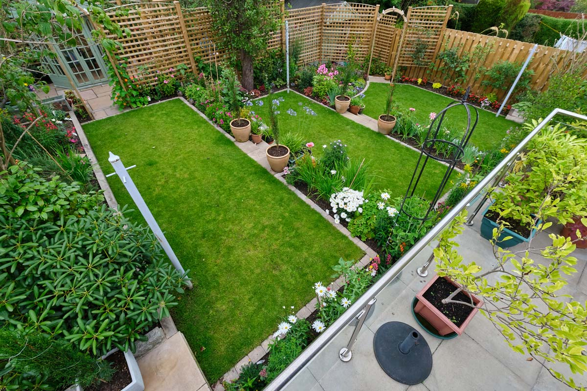 Garden design, construction, terracing, patio, steps, landscaping, turfing, oak sleepers, trellis and rose arch by Stow Construction and Landscaping in Greenbank, Edinburgh